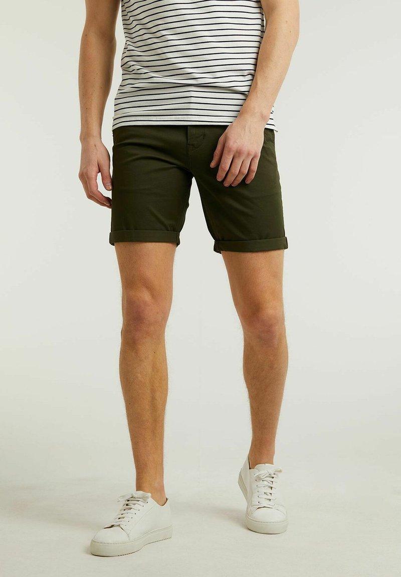 CHASIN' - Shorts - green