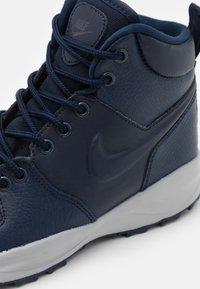 Nike Sportswear - MANOA '17 - Vysoké tenisky - obsidian/light smoke grey - 5