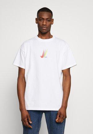 NIKE SB SKATEBOARD-T-SHIRT FUR HERREN - Print T-shirt - white