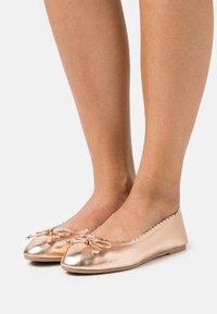Dorothy Perkins - PEACE SCALLOP - Ballet pumps - rosegold - 0