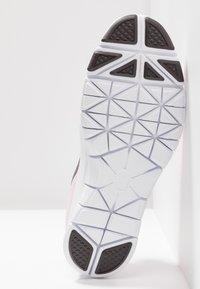 Nike Performance - WMNS NIKE FLEX ESSENTIAL TR - Sportovní boty - pink foam/thunder grey/pale pink - 4