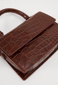 Monki - SHIRIN BAG - Håndveske - brown cocco - 5