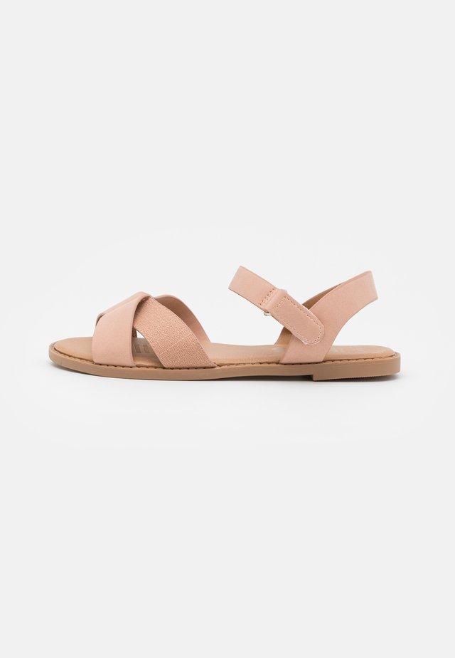 CROSSOVER TEXTURED  - Sandales - zephyr pink