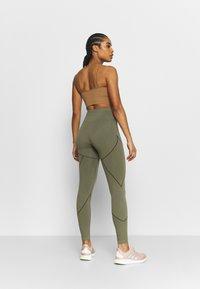 NU-IN - SEAMLESS TWO TONE HIGH WAIST LEGGINGS - Trikoot - green - 2