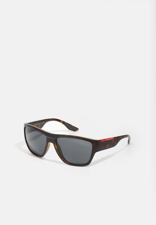Solglasögon - matte havana