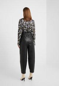 Bruuns Bazaar - PECAN ARISTA PANT - Leather trousers - black - 2