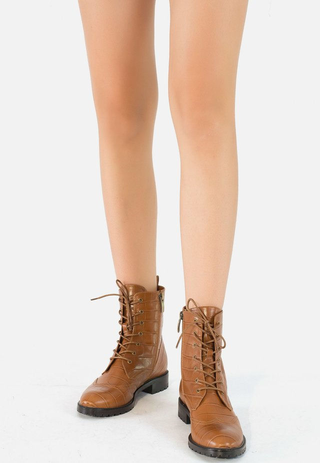 Lace-up ankle boots - spice