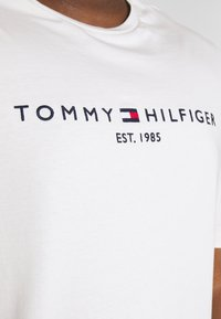 Tommy Hilfiger - LOGO TEE - T-shirt con stampa - white - 4