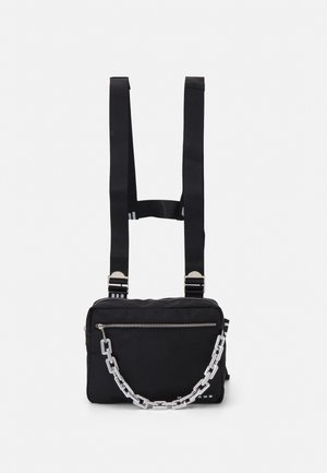 CHUNKY CHAIN BODY BAG UNISEX - Rumpetaske - black