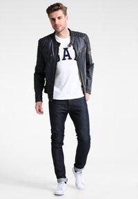 GAP - ARCH TEE - Camiseta estampada - new off white - 1