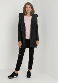 ONLY - ONLSEDONA COAT - Kort kappa / rock - black/melange - 2
