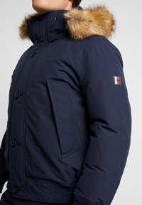 Tommy Hilfiger - HAMPTON DOWN  - Dunjacka - blue - 5