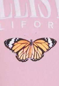 Hollister Co. - TECH CORE - Print T-shirt - pink mist - 4