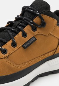 Timberland - FIELD TREKKER - Sneakers hoog - wheat - 5