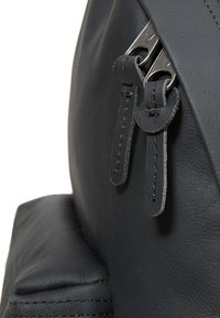 Eastpak - PADDED PAK'R/MARCH SEASONAL COLORS - Tagesrucksack - black ink leather - 5