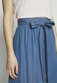 Culture - CUMINDY SKIRT - Áčková sukně - blue wash - 4