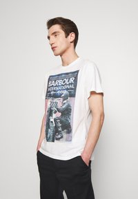 Barbour International - Print T-shirt - whisper white - 0