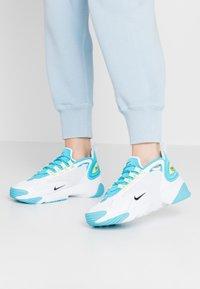Nike Sportswear - ZOOM 2K - Zapatillas - blue fury/black/white/limelight - 0