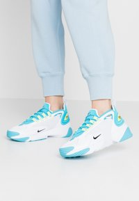 Nike Sportswear - ZOOM 2K - Baskets basses - blue fury/black/white/limelight - 0