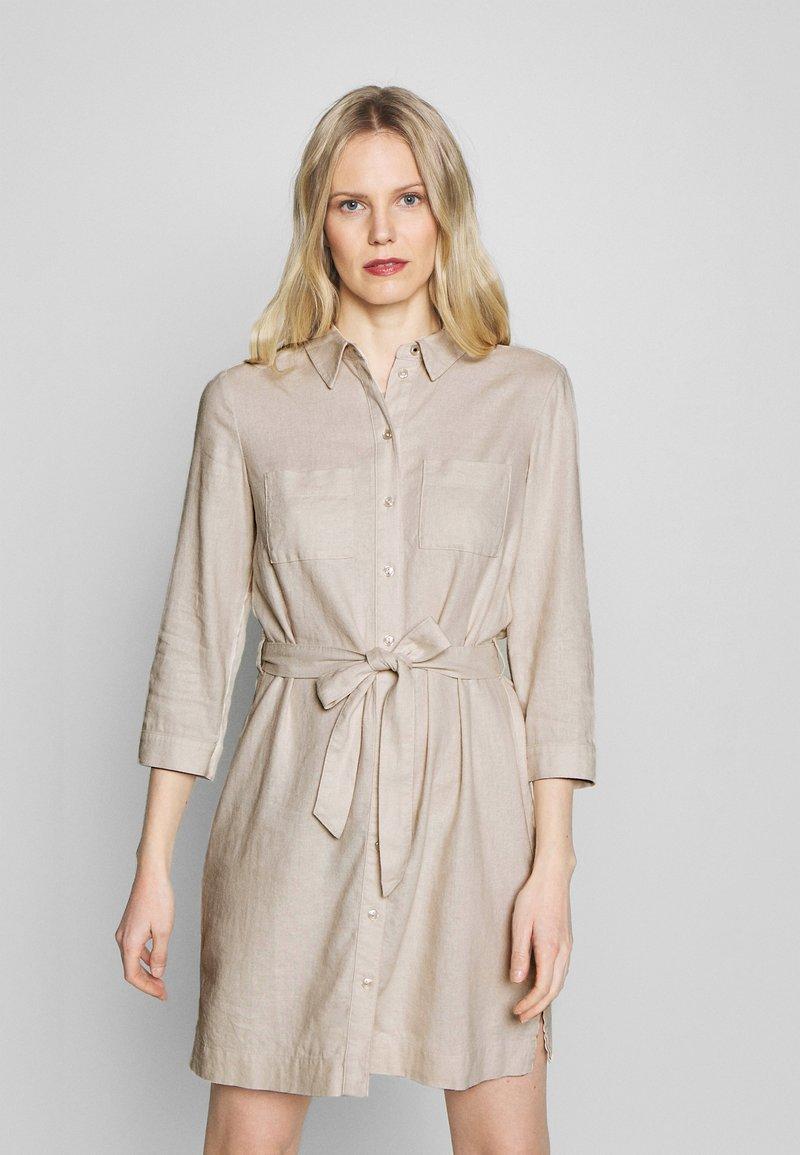 Esprit - Skjortklänning - sand