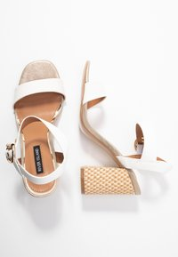 River Island - Højhælede sandaletter / Højhælede sandaler - white - 3
