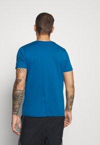 Hummel - HMLPETER  - Print T-shirt - blue sapphire - 2