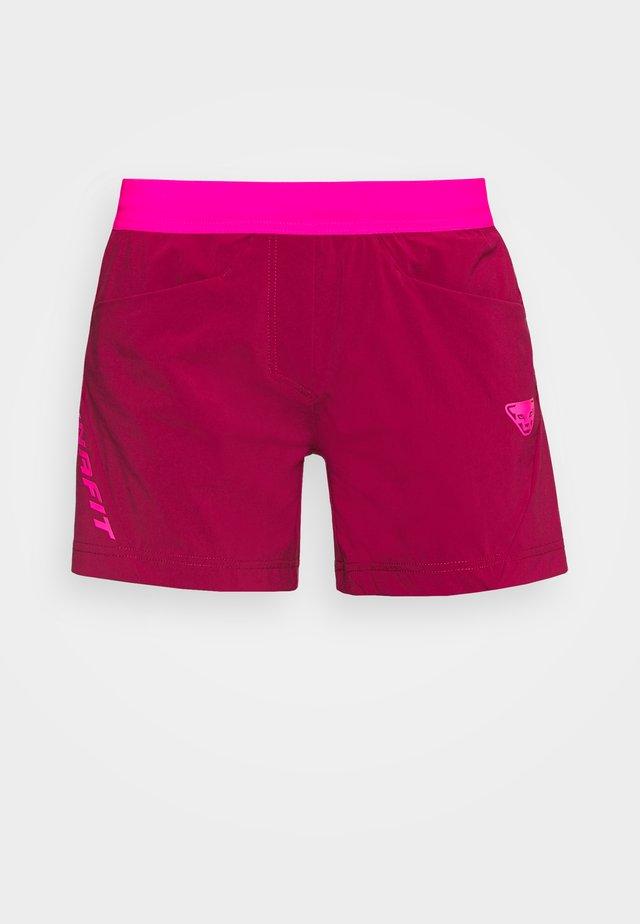 TRANSALPER HYBRID SHORTS - Pantalón corto de deporte - beet red