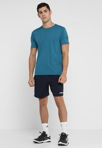adidas Performance - CHELSEA ESSENTIALS PRIMEGREEN SPORT SHORTS - Korte broeken - legend ink/white - 1