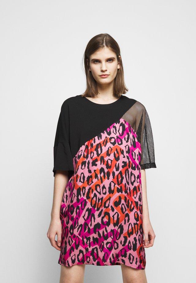 Denní šaty - fuxia variant