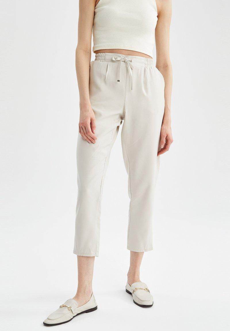 DeFacto - Pantaloni sportivi - ecru