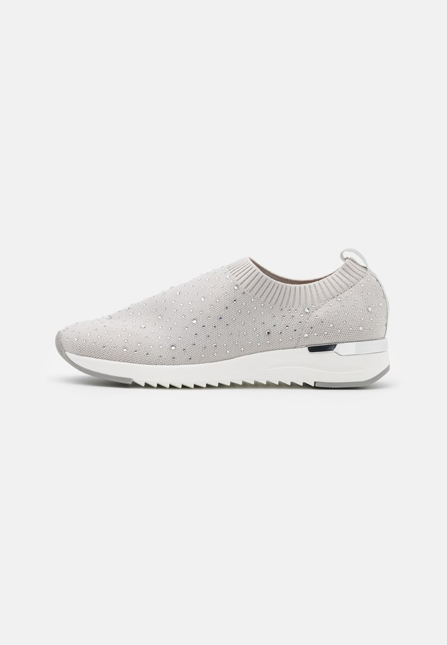 WOMS SLIP-ON - Instappers - salmon