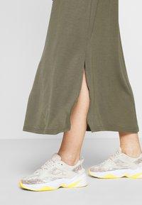 Vero Moda - VMAVA ANCLE SKIRT  - Maxi skirt - bungee cord - 3