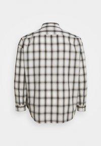 Lee - WORKER SHIRT - Shirt - service sand - 1