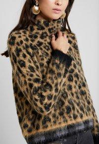 Liu Jo Jeans - MAGLIA CHIUSA GARZATA - Stickad tröja - natural - 4