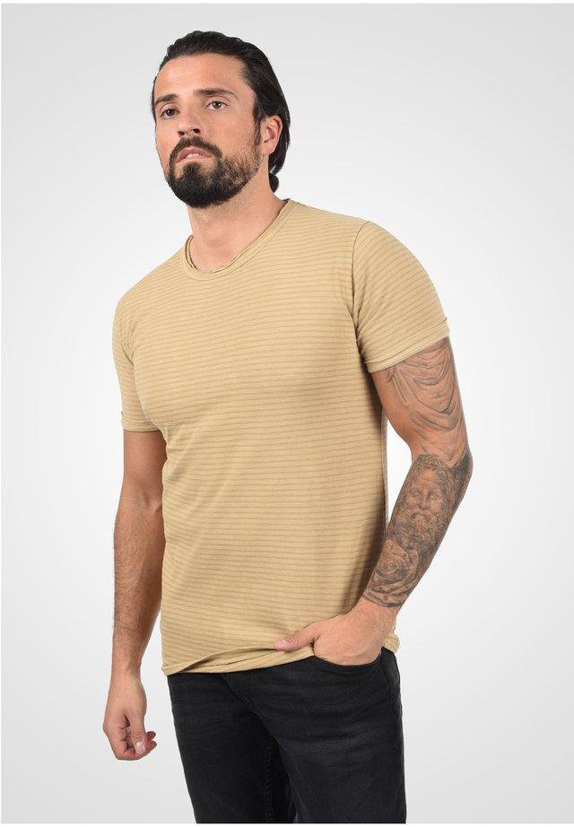 Basic T-shirt - curds & wh