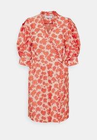 Hofmann Copenhagen - KRISTEN - Robe d'été - coral - 4