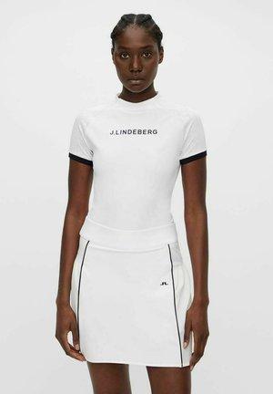 MEGAN GOLF  - T-shirts med print - white
