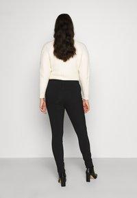 Vero Moda Curve - VMMASJA CURVE - SLIM TROUSER - Jeans Skinny - black - 2