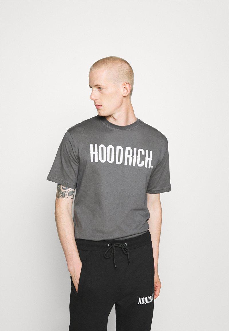 Hoodrich - CORE - Print T-shirt - charcoal