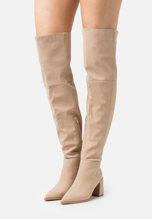 LOW BLOCK HEEL BOOTS - Overknee laarzen - cream