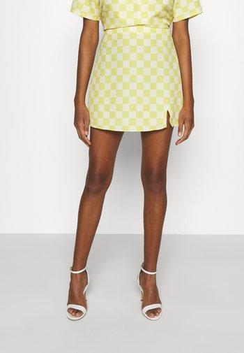 MAYA CARE FLORAL PRINTED MINI SKIRT - Mini skirt - green checkboard
