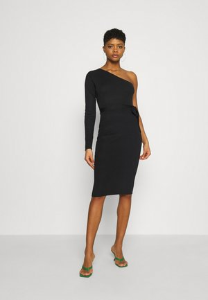 ONE SHOULDER BELTED MIDI DRESS - Vestido de punto - black