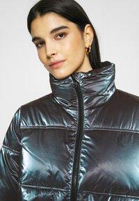 Calvin Klein Jeans - IRIDESCENT STAND COLLAR PUFFER - Winter jacket - gentian violet - 5