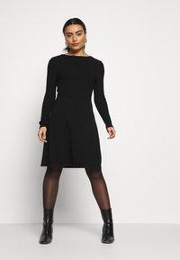 ONLY Petite - ONLSTRING DRESS - Pletené šaty - black - 0