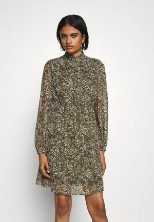 VMVILDE SHORT DRESS - Day dress - ivy green