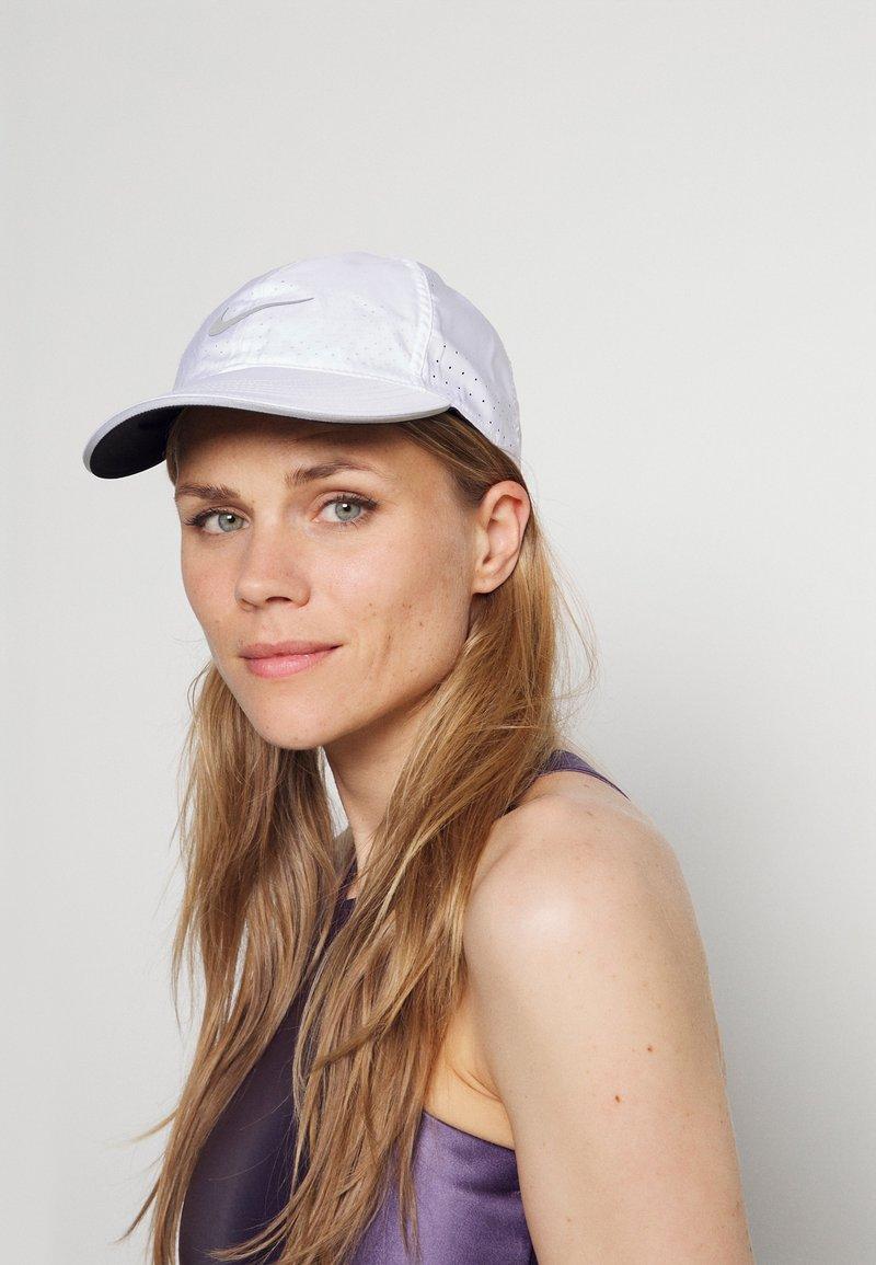 Nike Performance - RUN - Casquette - white