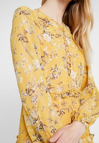 Bardot - JENNIE FLORAL DRESS - Denní šaty - yellow - 6