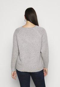 Selected Femme Curve - SLFPOLLY  V-NECK - Jumper - light grey - 2