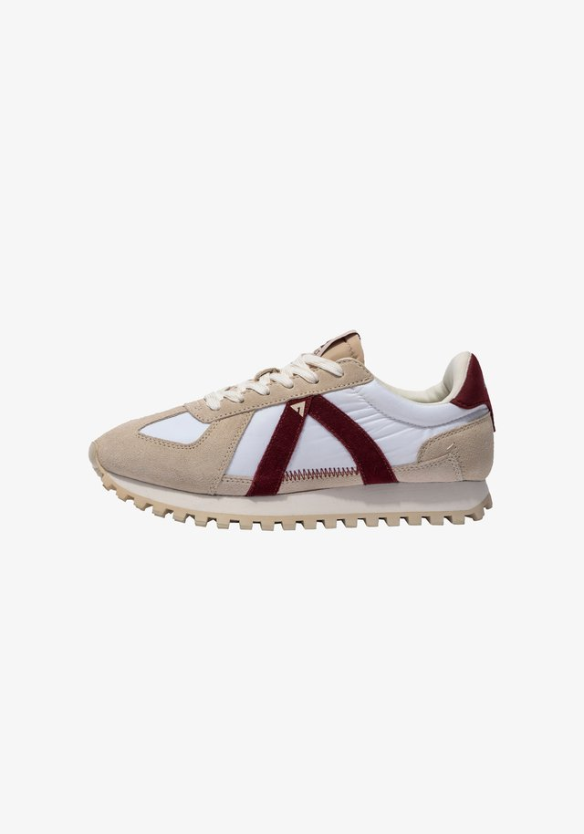 GATE   - Sneakers laag - sand cabernt