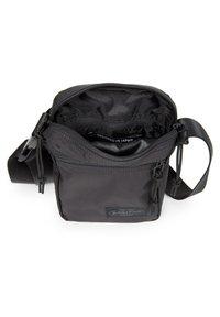 Eastpak - THE ONE - Across body bag - streamed black - 4